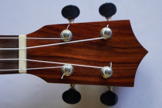 Ukulele_High-end_Zepeda3